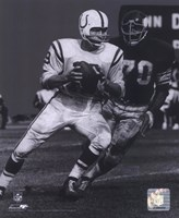 Johnny Unitas - Passing Action (B&W) Fine-Art Print