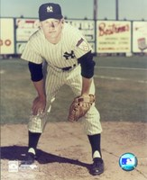 Mickey Mantle - #12 Hands on Knees (young) Fine-Art Print