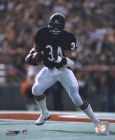 Walter Payton - Running with ball Fine-Art Print