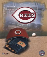 Cincinnati Reds - '05 Logo / Cap and Glove Fine-Art Print