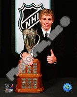 Patrick Kane with the 2008 Calder Memorial Trophy Fine-Art Print