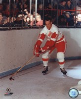 Gordie Howe - Skating with puck Fine-Art Print