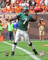 Michael Vick Passing The Football Fine-Art Print