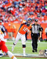 Peyton Manning 2014 Passing the ball Fine-Art Print