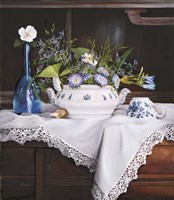 Afternoon Tea con Bottiglia Blu Fine-Art Print